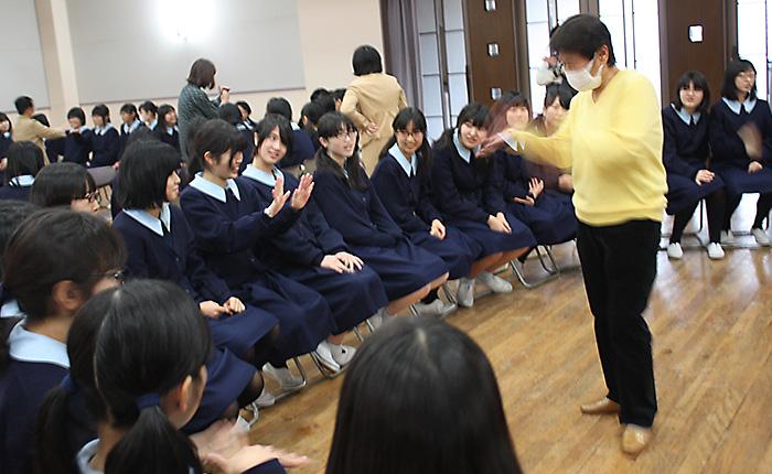 2月:手話講習会(ボランティア体験学習)